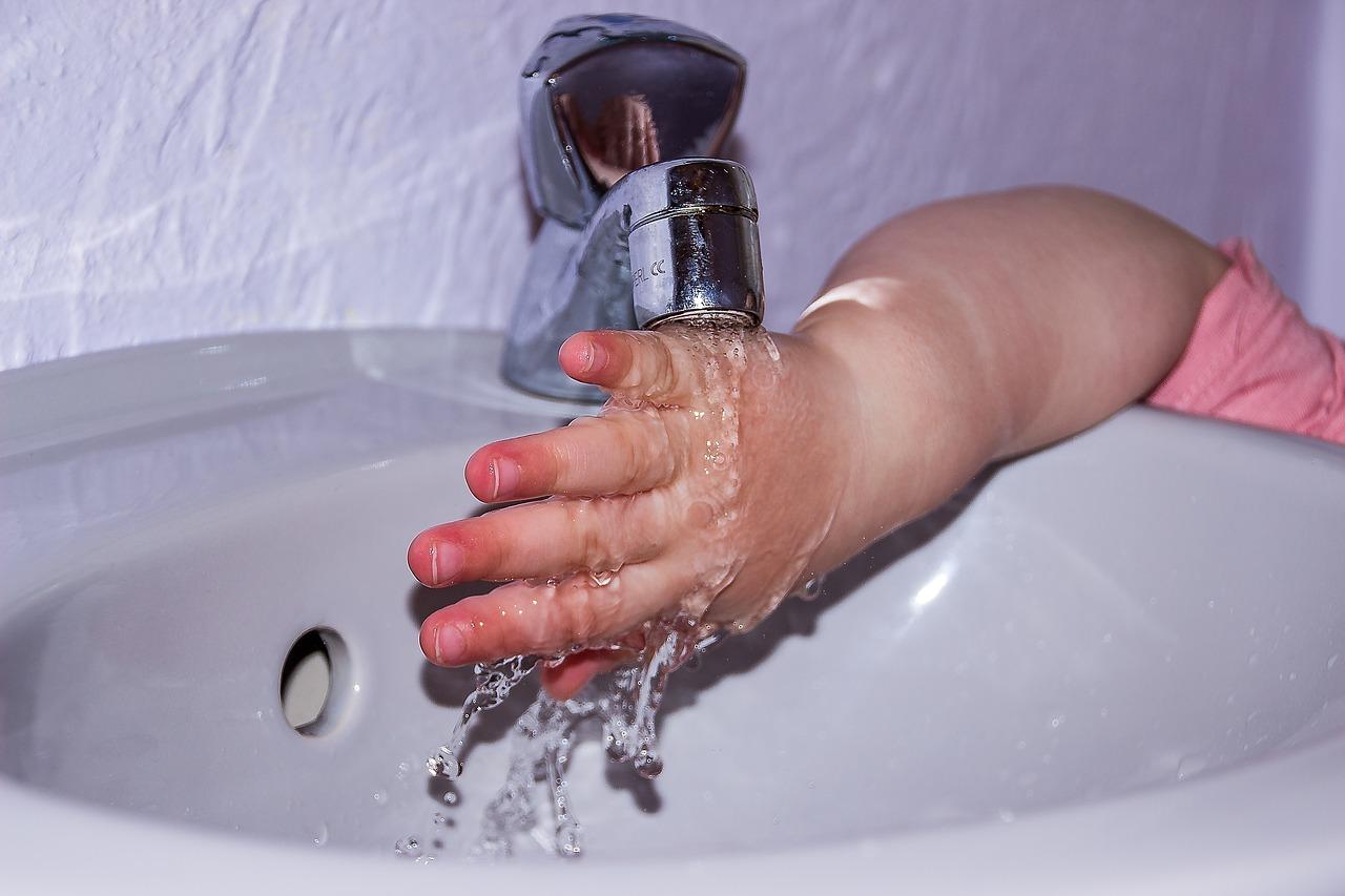 Česma toddler-hand-1893255_1280