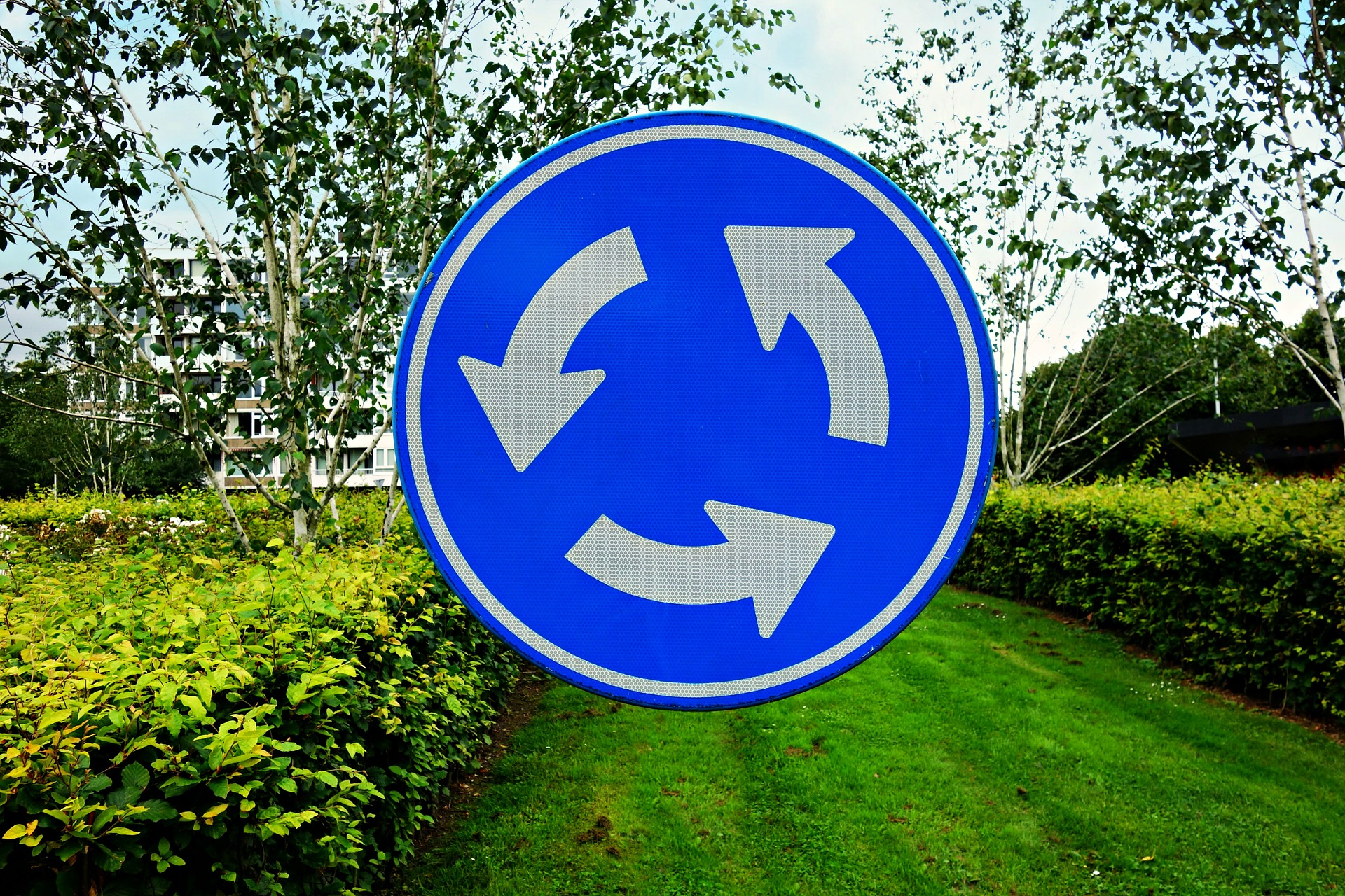 roundabout-1558430_1920