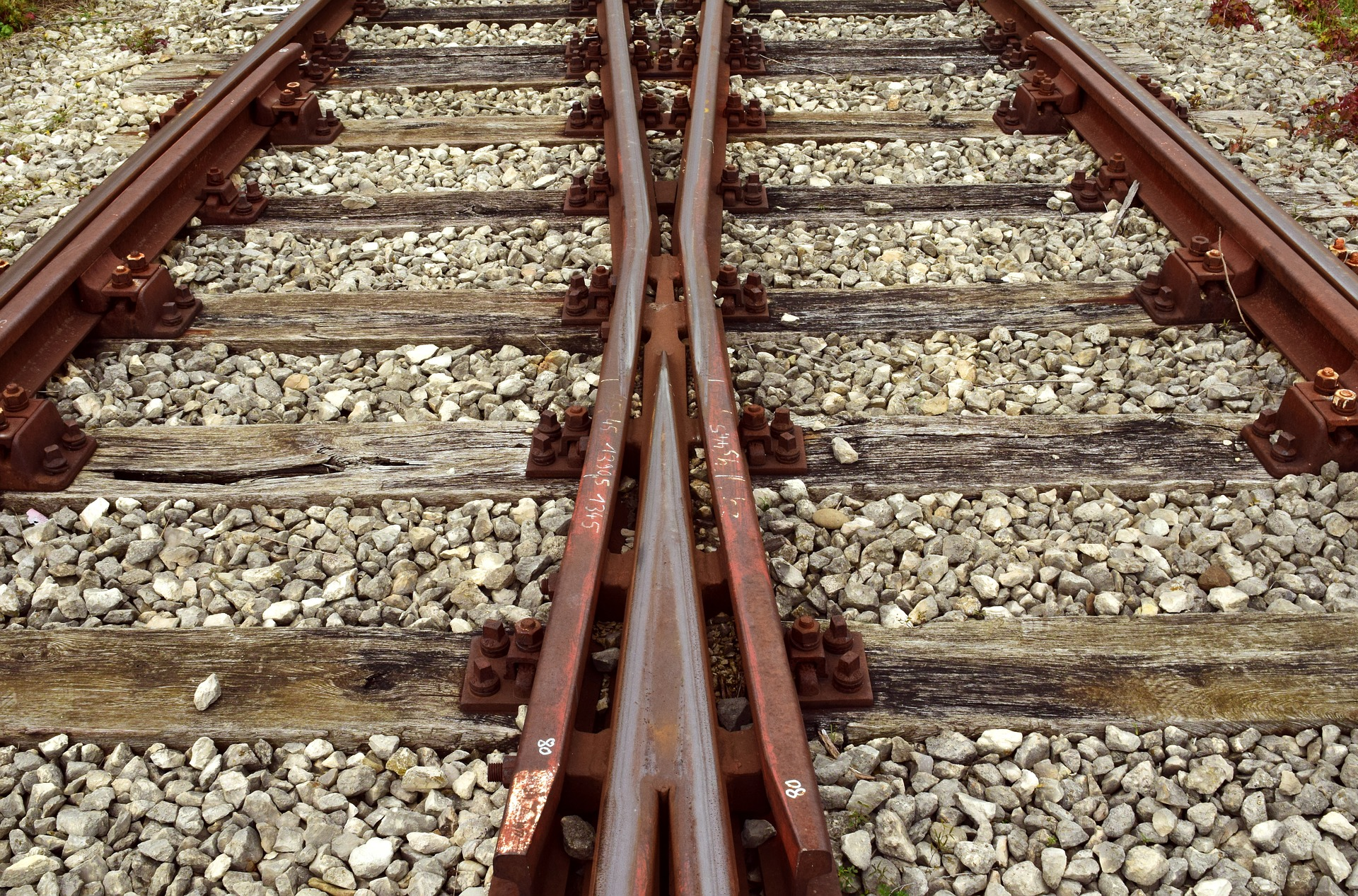 track-2906667_1920