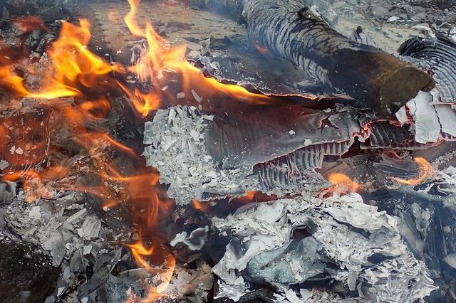 deponija-gori-fire-14369_640