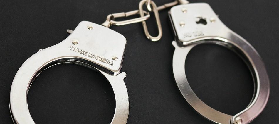 handcuffs-354042_1280