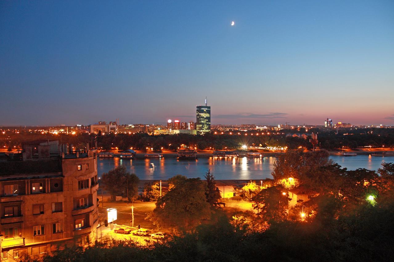 sunset-over-city-1208708-1279x852